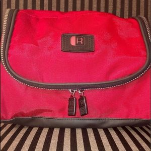 Kenneth Cole hanging travel bag shaving/cosmetics